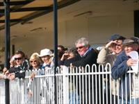 The Crowds Roll up to Wyong to see some Stars in action